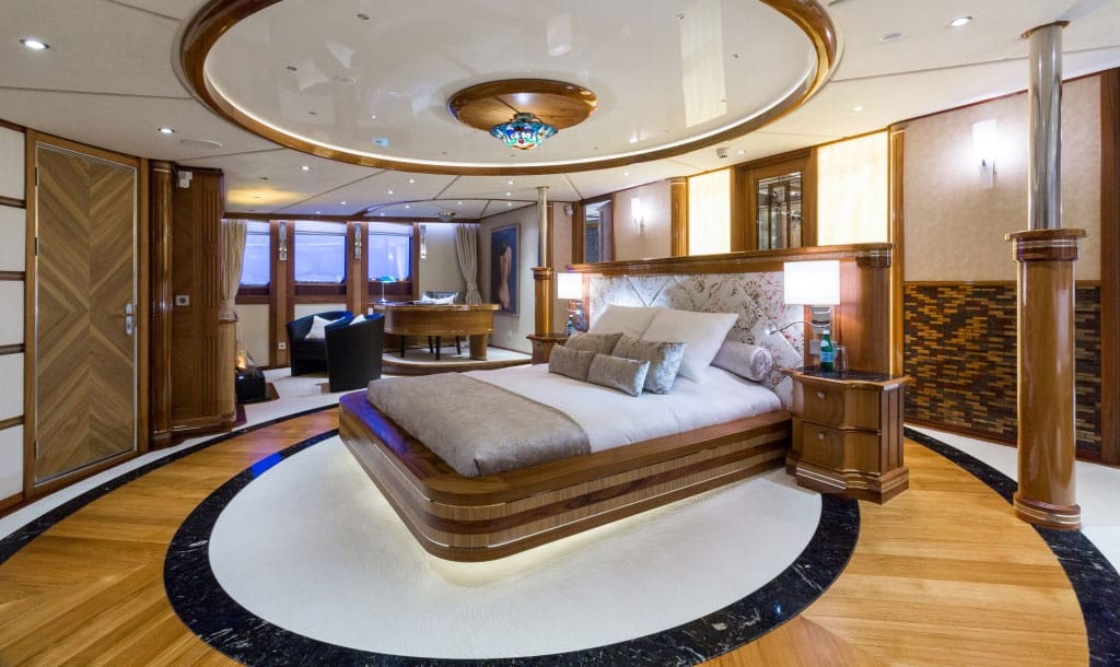 EYOS Expedition Legend Yacht bedroom