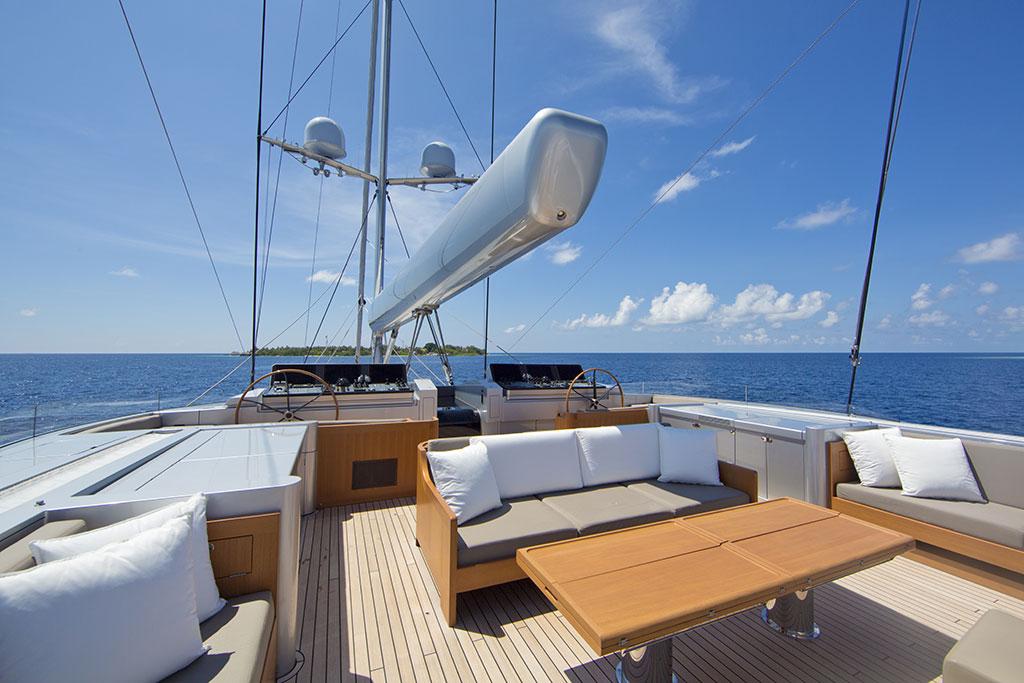 Vertigo Luxury Yacht - Flybridge