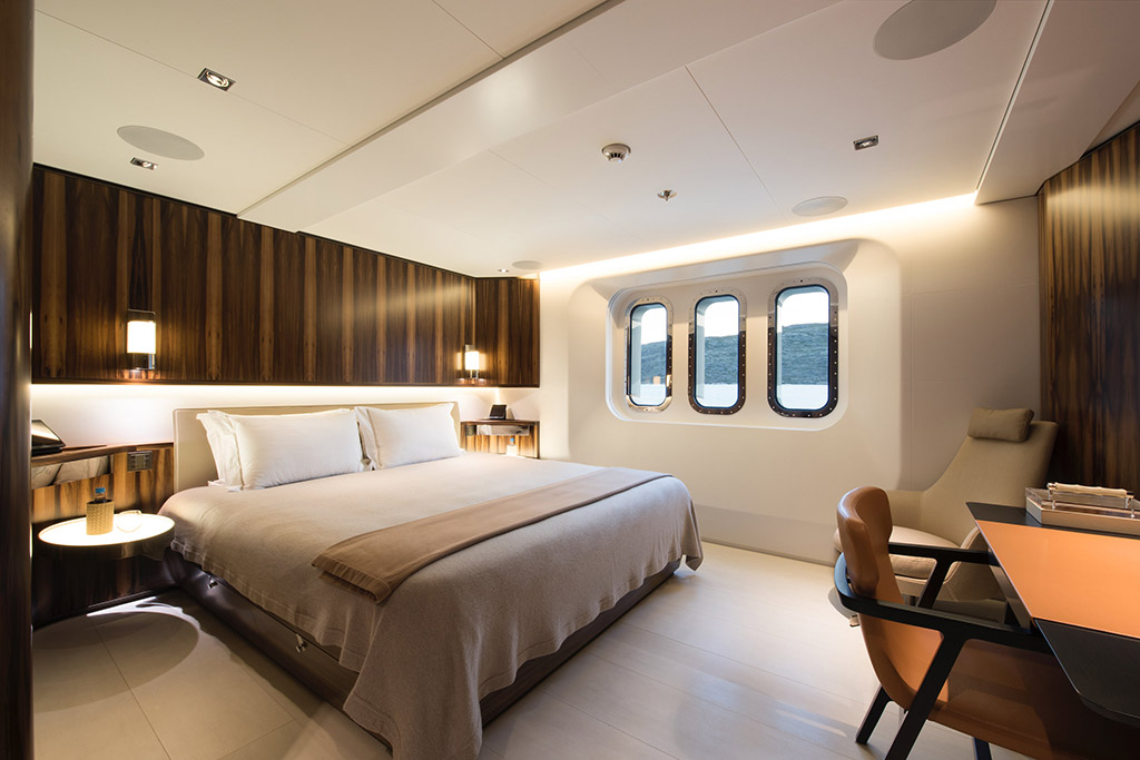 Cloudbreak yacht master bedroom