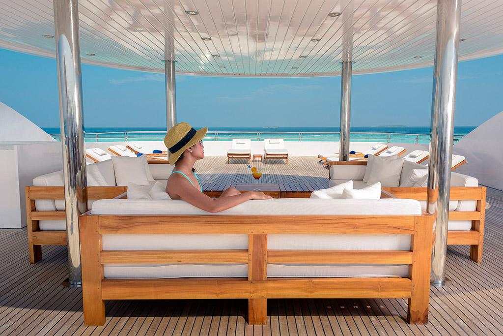 Dhaainkan'baa luxury motor yacht deck