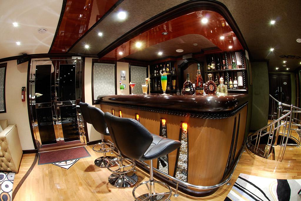 Dhaainkan'baa luxury motor yacht bar