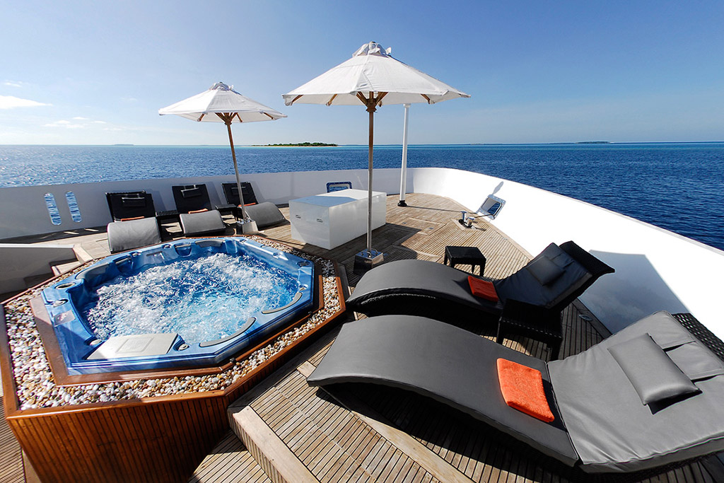 Dhaainkan'baa luxury motor yacht deck spa