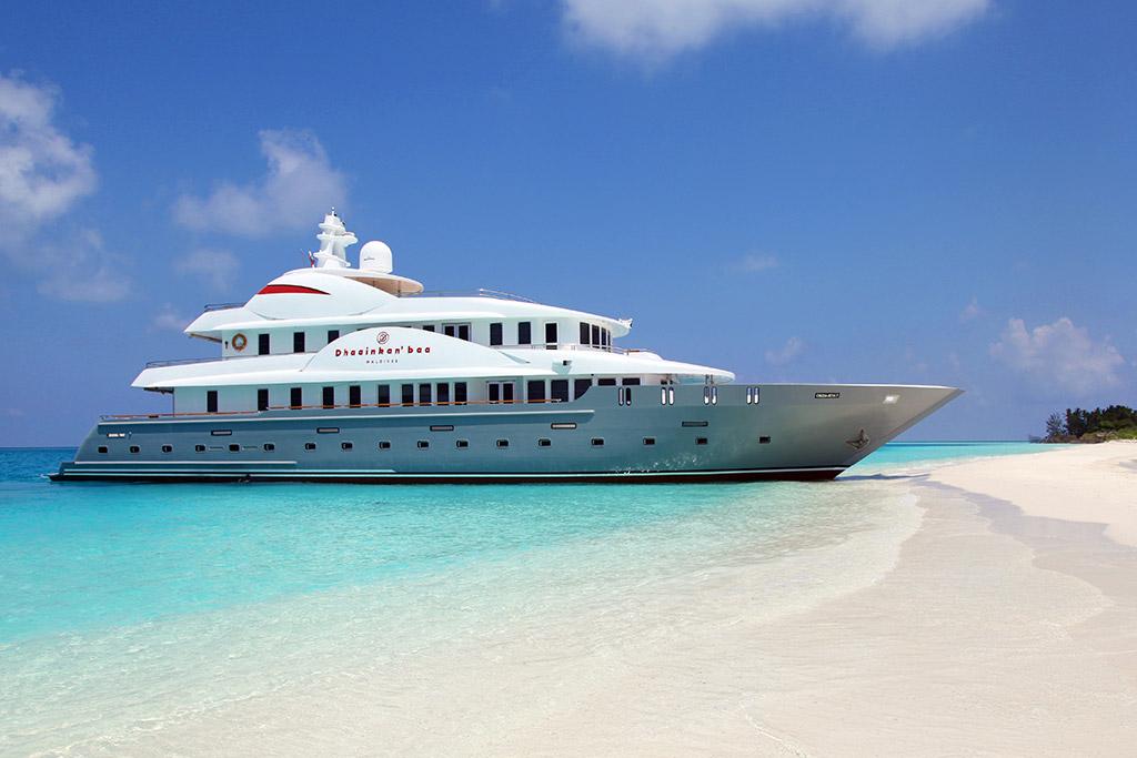 Dhaainkan'baa luxury yacht beach
